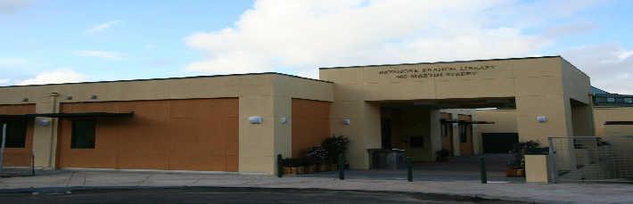 Bayshore Library building.jpg
