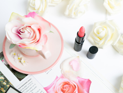 How to create a rose themed flat lay
