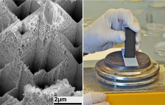 Os nanoentalhes feitos em uma barra de zinco, vistas com um aumento de 10.000 vezes (esquerda), e o material sendo unido em laboratório (direita). [Imagem: Melike Baytekin-Gerngross]