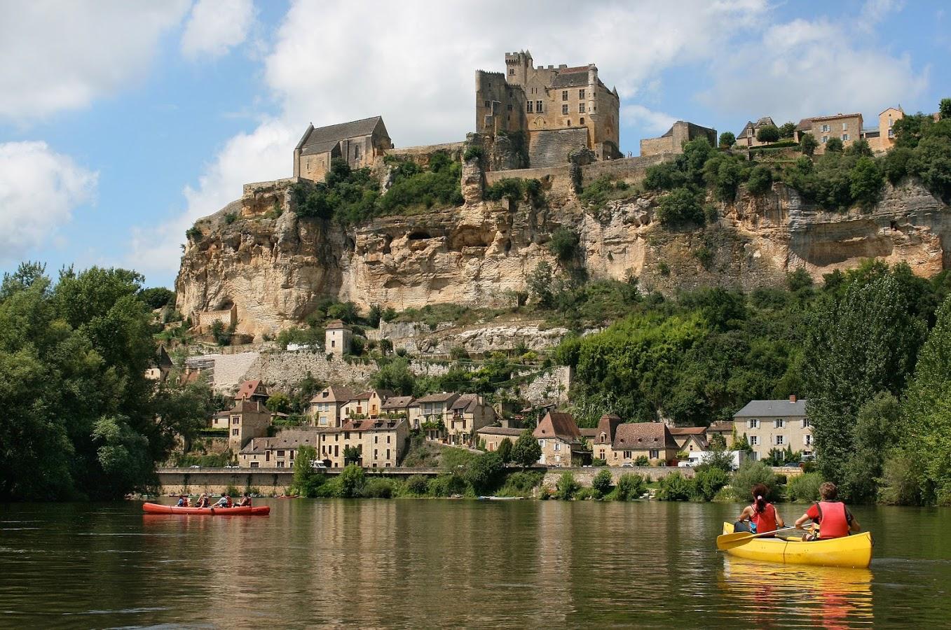 kayaking-on-river-dordogne-chc3a2teau-de