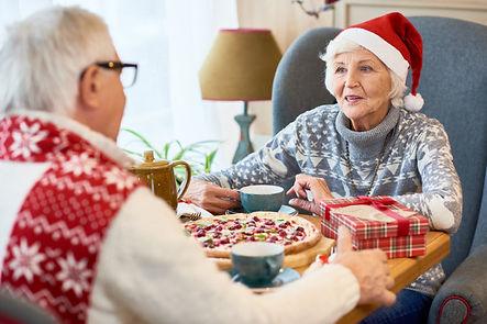 happy-senior-couple-dining-christmas_236