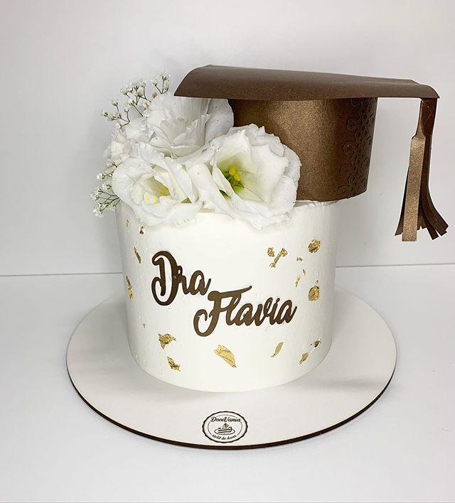Bemm chique esse bolo com essas folhas d