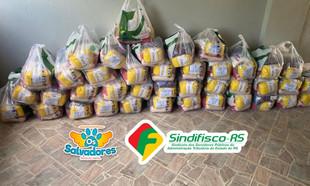 TAQUARI: SindifiscoRS encaminha +50 cestas básicas para a ONG Salvadores realizar distribuição