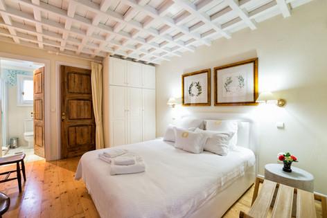 Sun House master bedroom and en suite bathroom al fresco