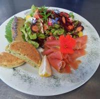 salade truite fumée de Champtercier Blinis Maison