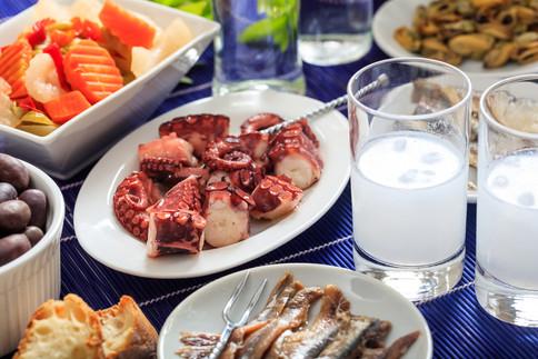 A taste of Greece at the Mykonos Galaxy: A Greek Classic Chic villa.jpg