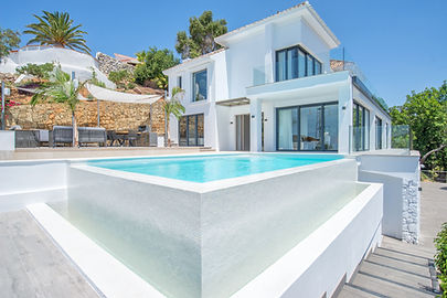 Villas to rent in Marbella and Puerto Banus with private pool