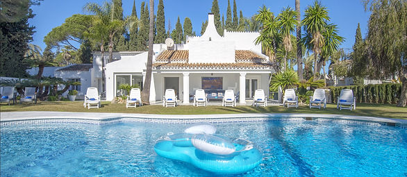 Villa Barbara 7 bedrooms and large pool jacuzzi for hen parties