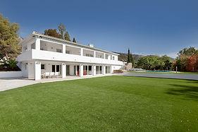 Luxury villas rental Marbella Puerto Banus garden and pool