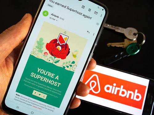 hedo superhost airbnb.jpg