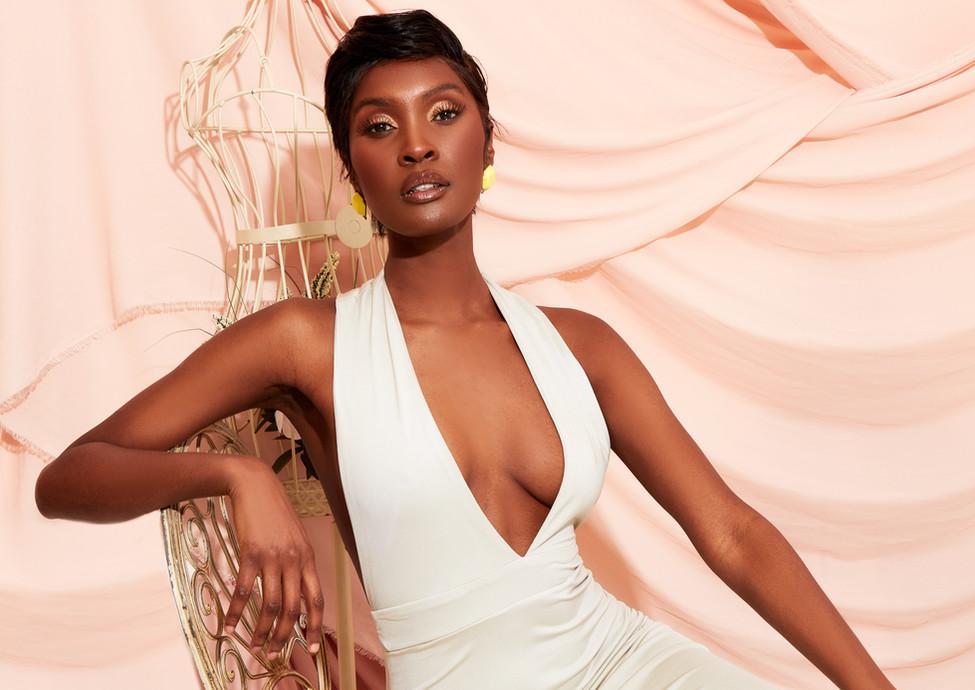 Model: Moe Makaya