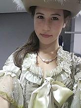 Blanche Ballesta violoncelliste en costume vénitien