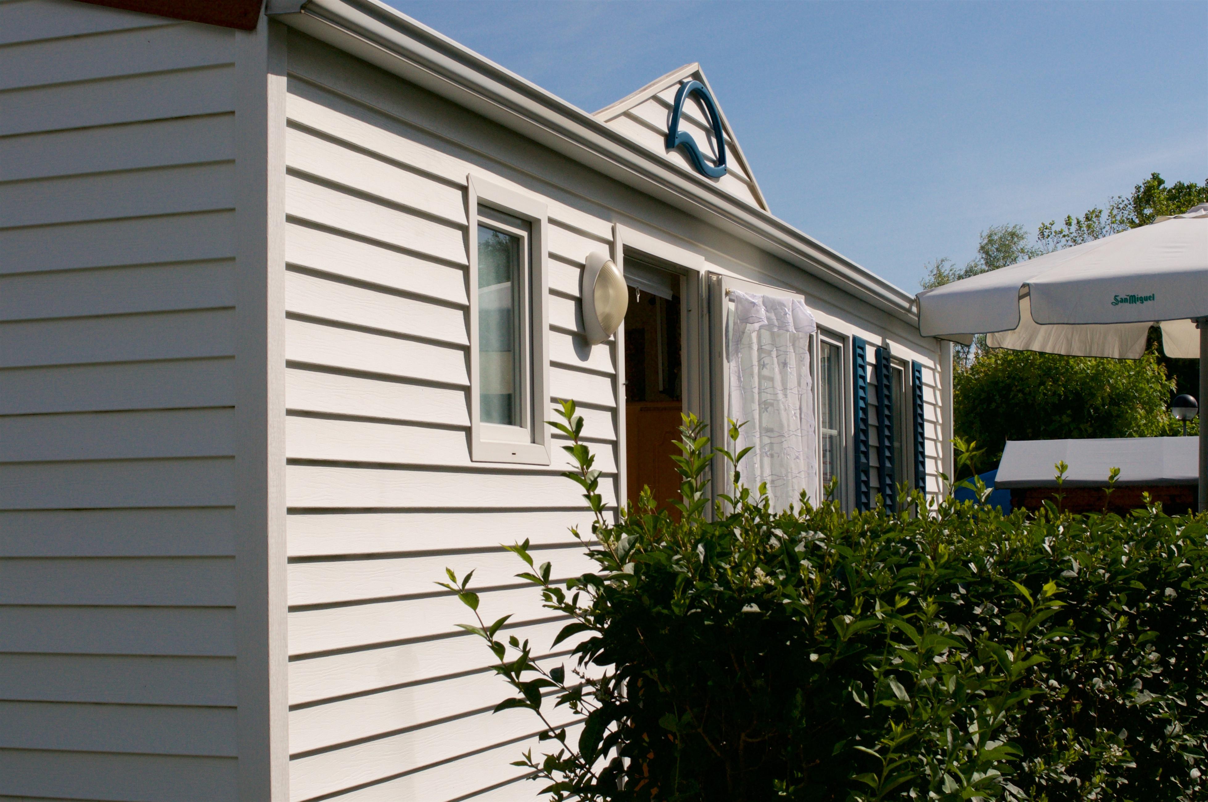 Exterior mobile home