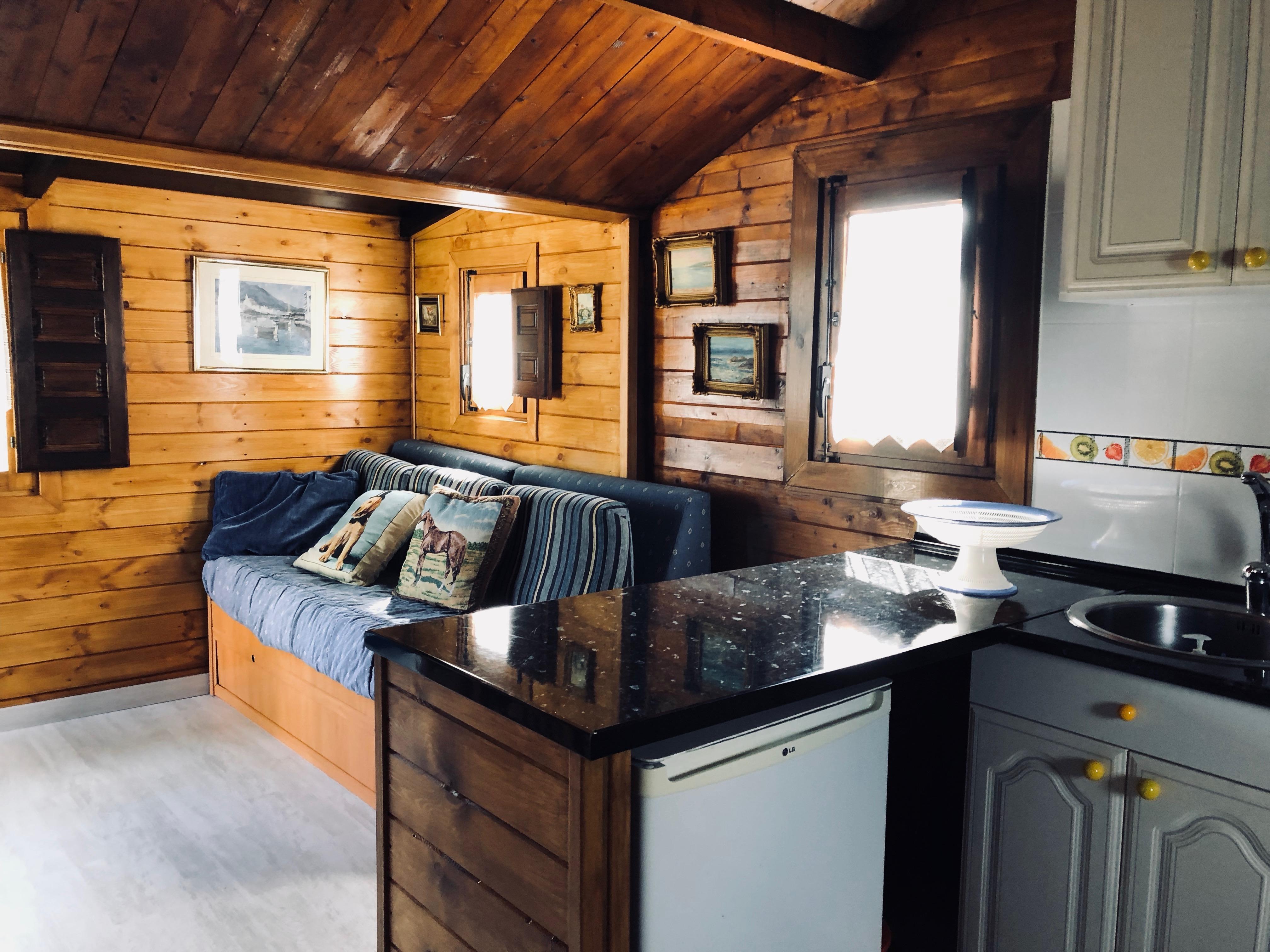 Cocina y salón en bungalow