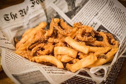 Degustar cocina cántabra en los restaurantes de la zona. No dejes de probar las rabas