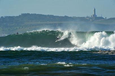 Practicar surf, body board y Stand Up Paddle sufr en las playas cercanas