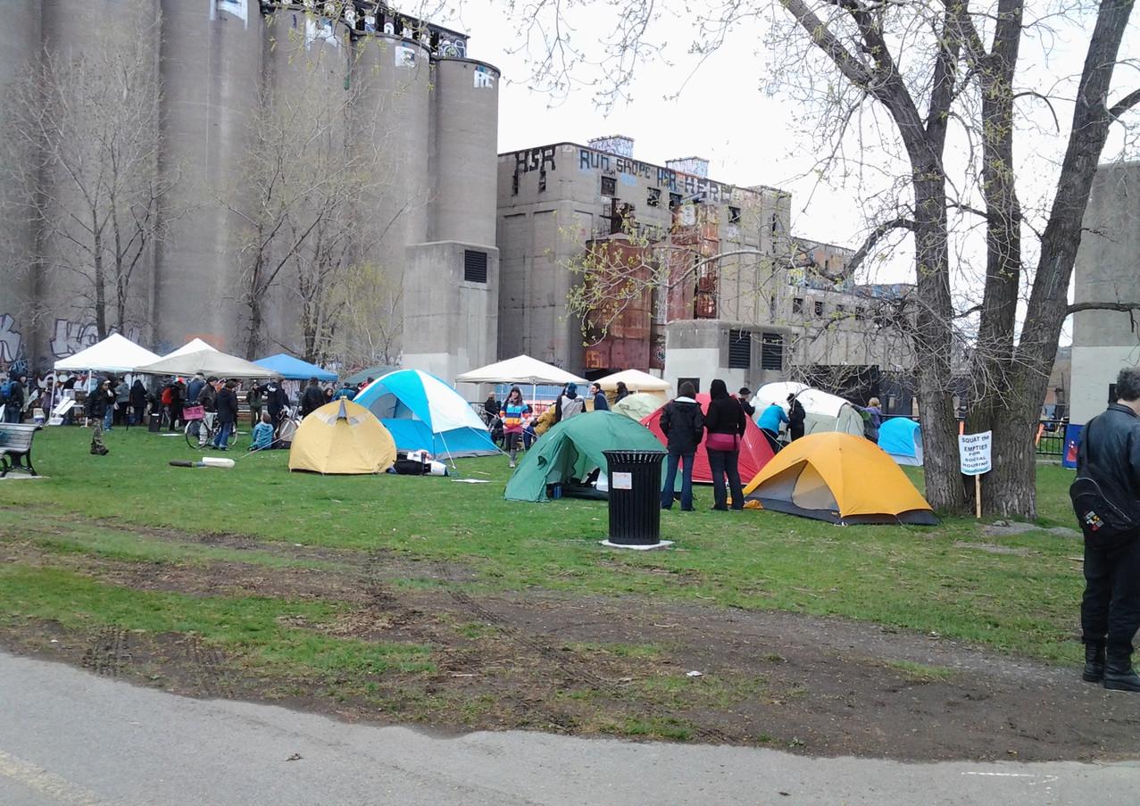 Camping sur le terrain du site de la Canada Malting pour revendiquer les logements sociaux (8 mais 2016)