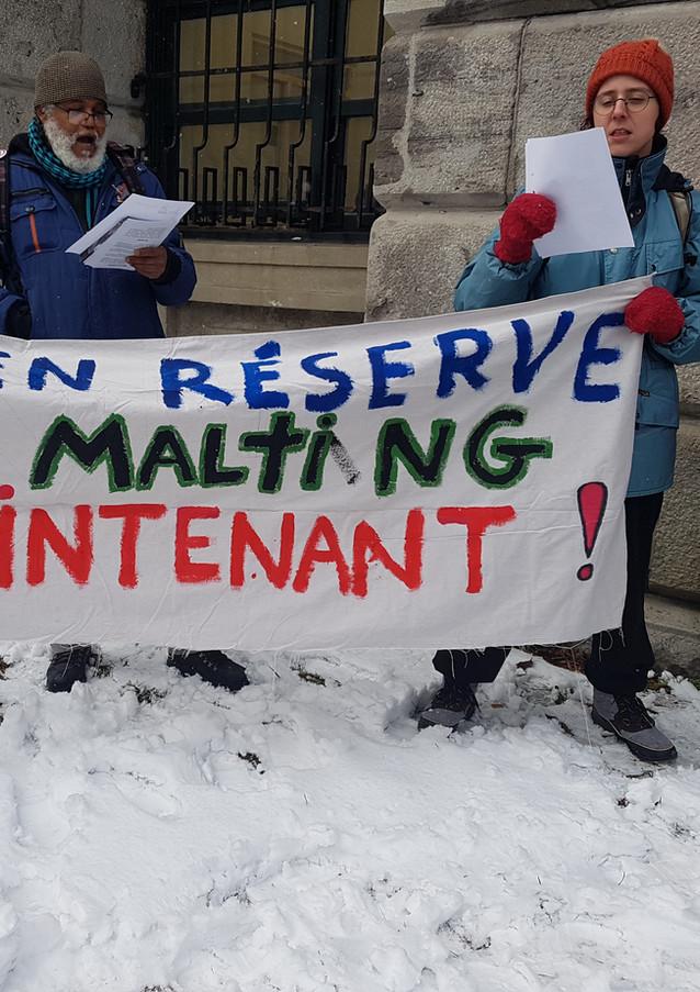 Manifestation devant l'hôtel de ville de Montréal