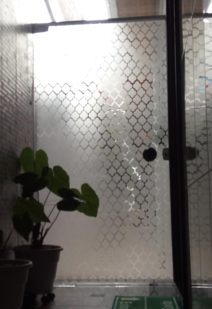 Vinil jateado em porta de vidro