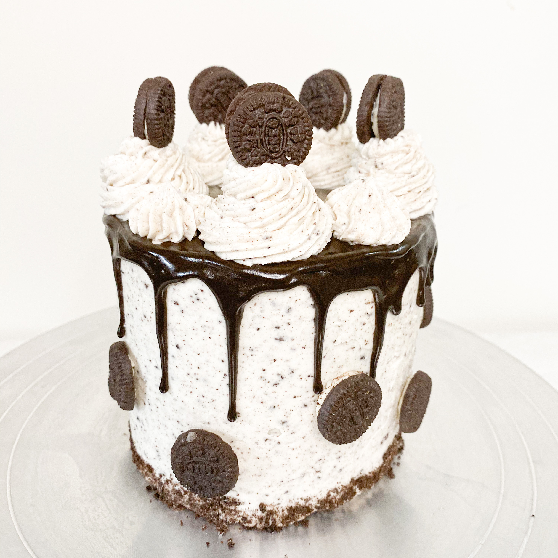 CLASSIC COOKIES N CREAM CAKE