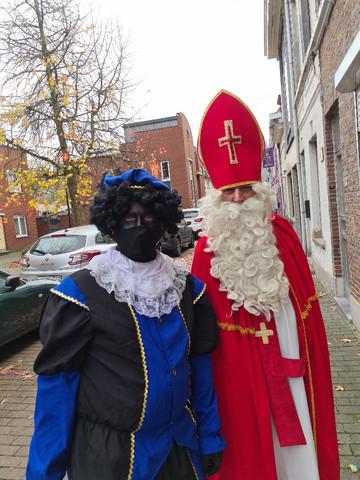De Sint en piet op de stoep