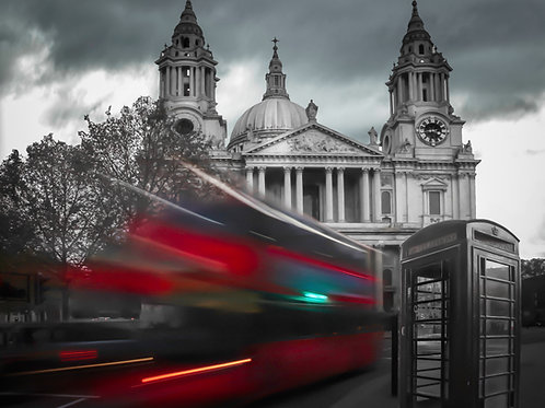 St- Paul Cathedral Red Bus