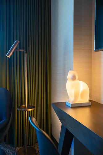 Finals_Guestroom_King_Balcony_Details_9959_V2.jpg