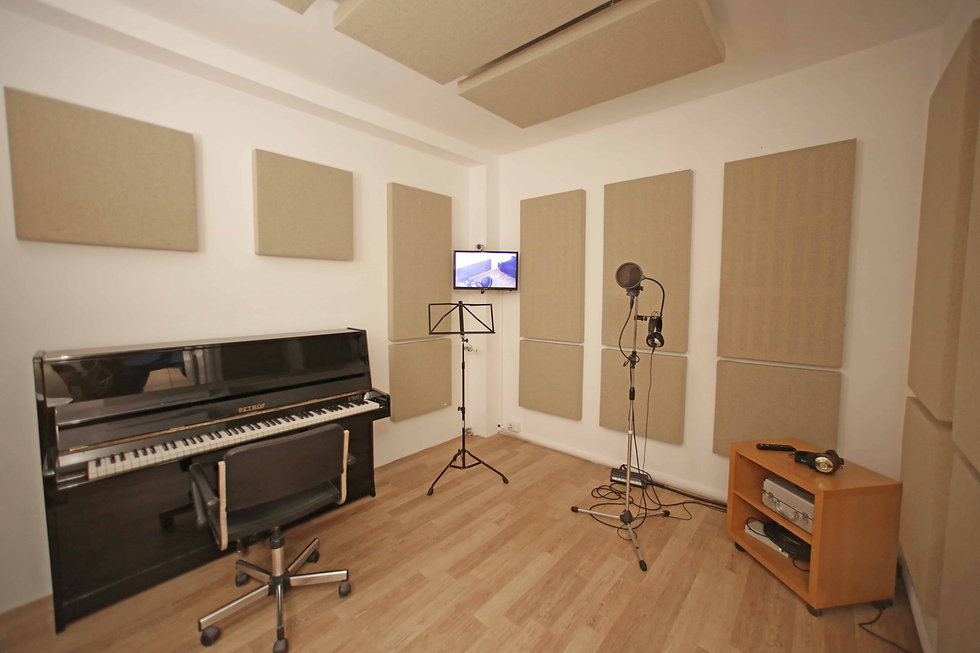 Live room Frigo Studio con pianoforte