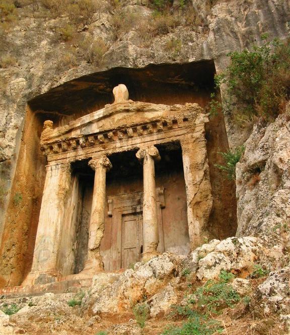 amyntas tomb