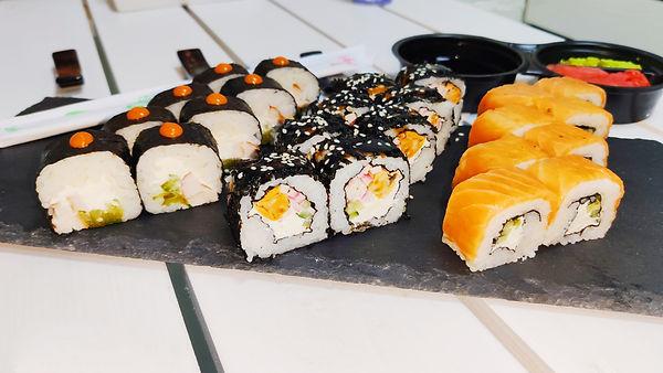суши Запорожье филадельфия с лососем роллы с курицей