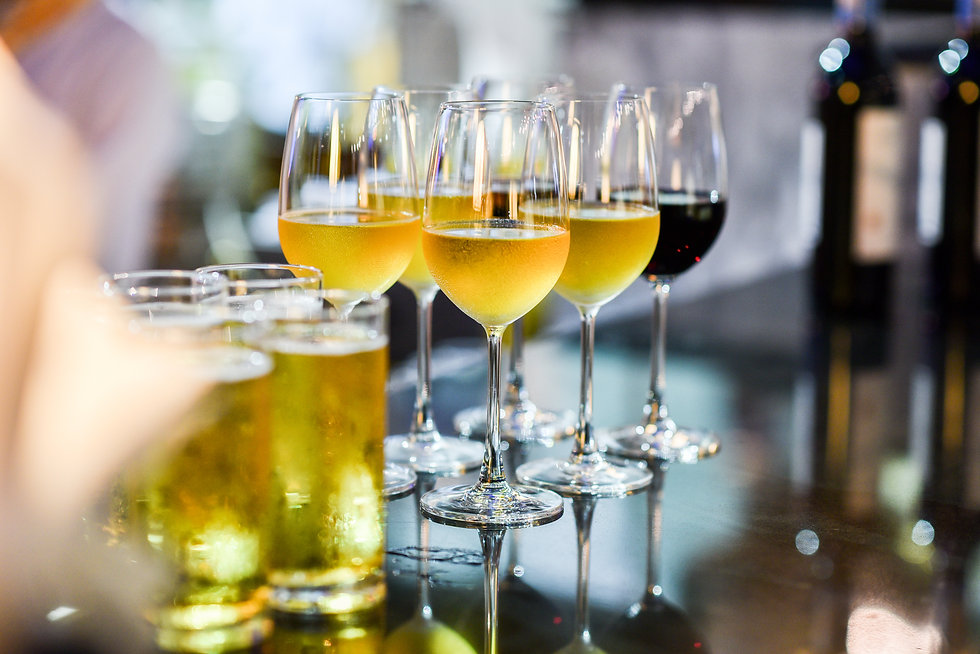 Close up of a glass of beer, wine and champagne in a bar. Many glasses of different alcoho