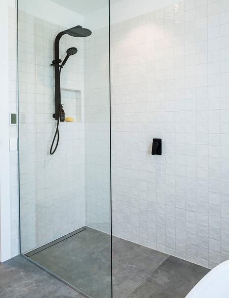 DSL001_bathroom__Concrete Grey 60x120.jp