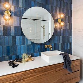 EQU058_bathroom2__Artisan Colonial Blue