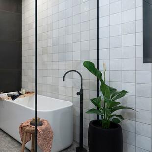 EQU065_bathroom__Artisan White Gloss 13.