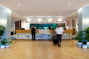Wood look tiles make an impact at the Holiday Inn Auckland Airport