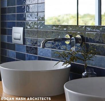 EQU058_bathroom__Artisan Colonial Blue G
