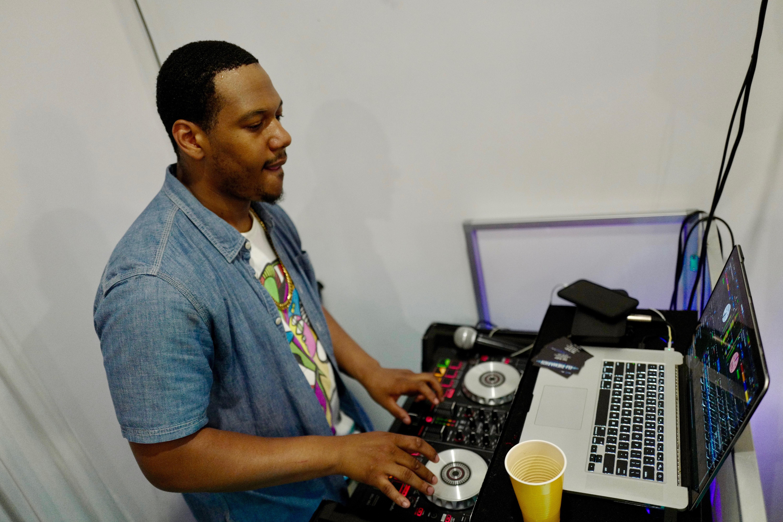 Hourly DJ