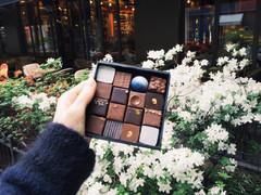Чёрный, белый и молочный, или Французские шоколатье предпочитают блондинок?