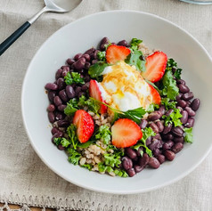 小豆ともち麦のヨーグルトサラダ