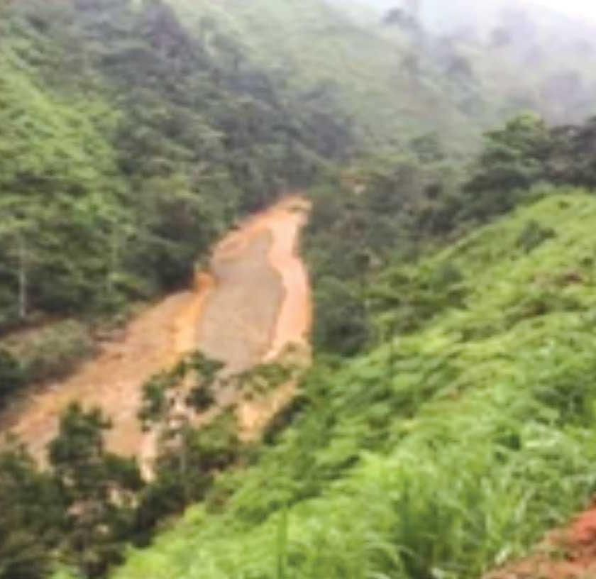 Río Santa Rosa contaminado por desechos mineros.
