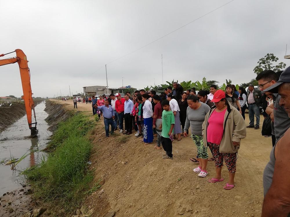 La Prefectura de El Oro realizó el mantenimiento del canal del drenaje Muñoz-Cazacamarones, ubicado en el km 12 de la vía a Balosa.