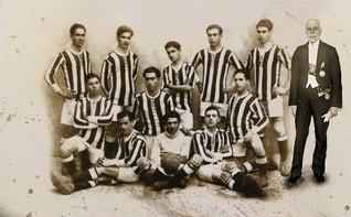 Equipa do Portimonense Sporting Clube com MTG em c.1920 (montagem)