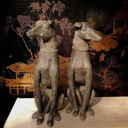 Sculptures lévriers assis en plomb collier armorié amovible yeux sulfure