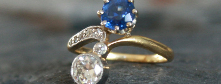 Belle Epoque Moi et Toi Sapphire and Diamond Ring in 18k and Platinum