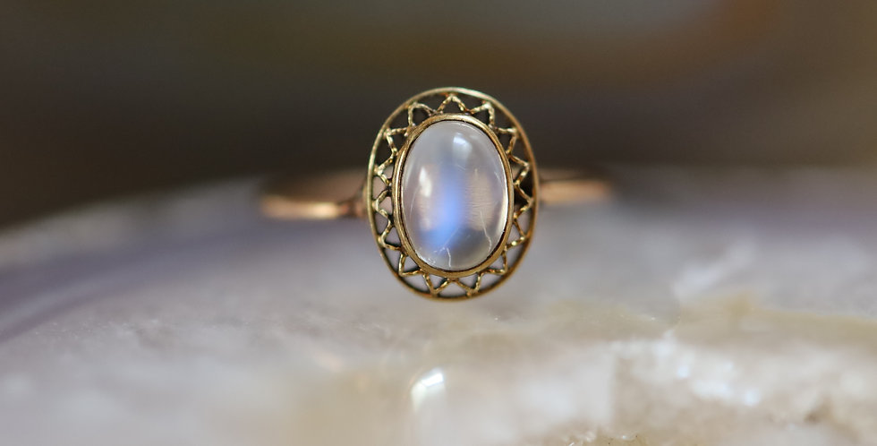 Art Nouveau Moonstone Solitaire Ring in 14k Yellow Gold