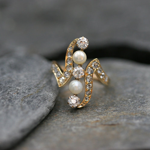 Victorian Diamond and Pearl Ring / 18k Yellow Gold Victorian Ring 0.81 cts Rose