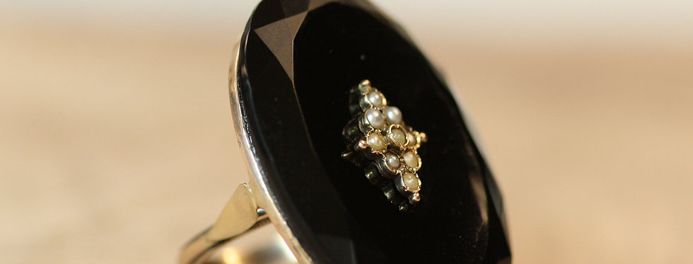 Large Victorian Onyx Ring / 14k Yellow Gold with Pearls