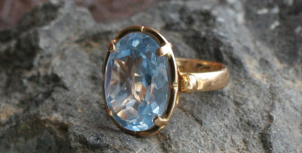18k Gold Classic Cocktail Ring with Synthetic Spinel Gemstone