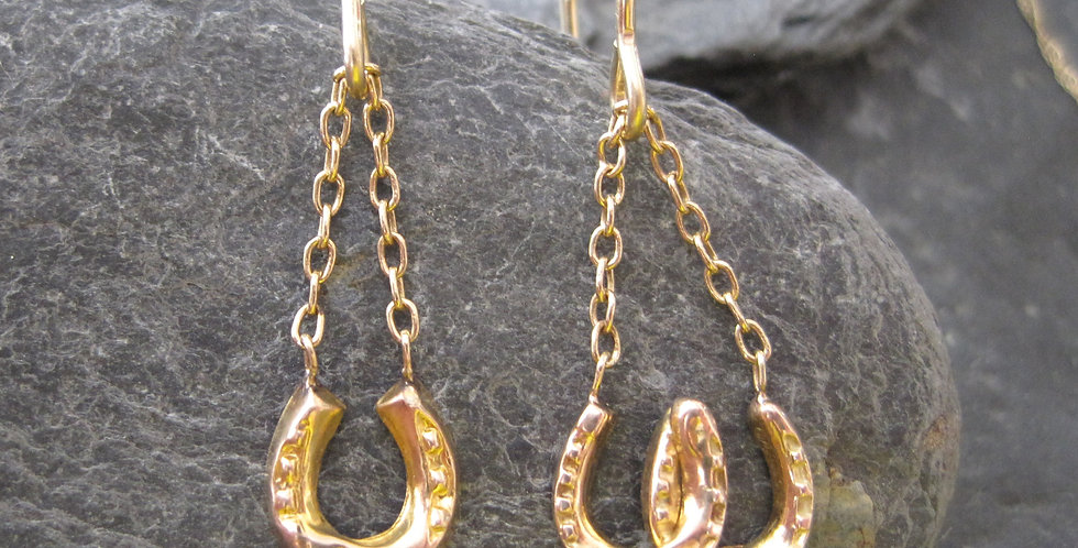 Pair of Victorian Horseshoe Earrings in 9k Yellow Gold - Mismatched Drops