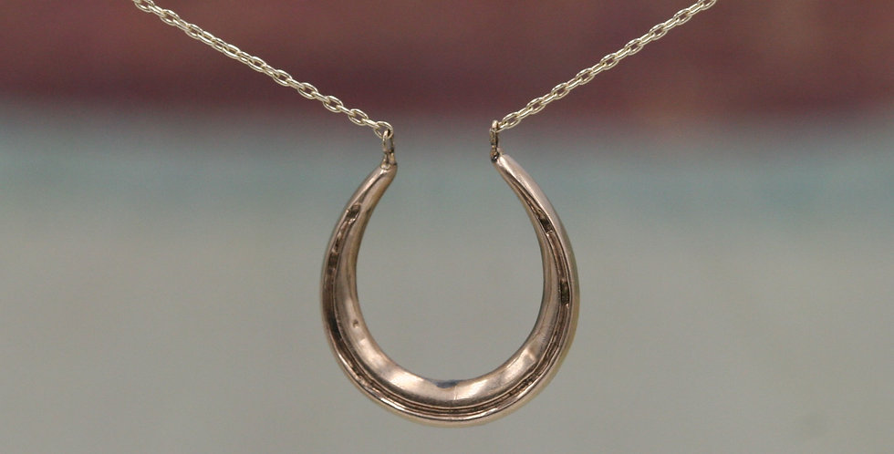 Victorian Horseshoe Necklace in 9k / 10k Yellow Gold Chain
